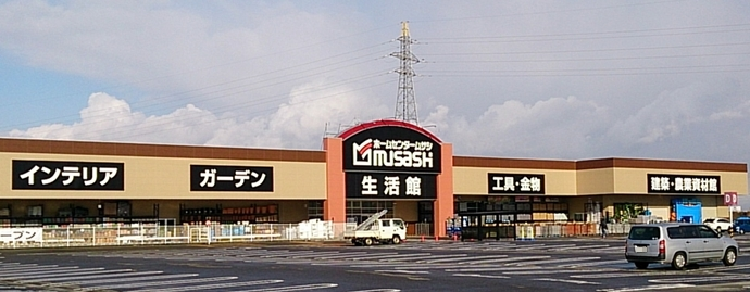 ホームセンタームサシ新津店外観